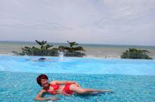芭提雅五星级酒店的那片泳池