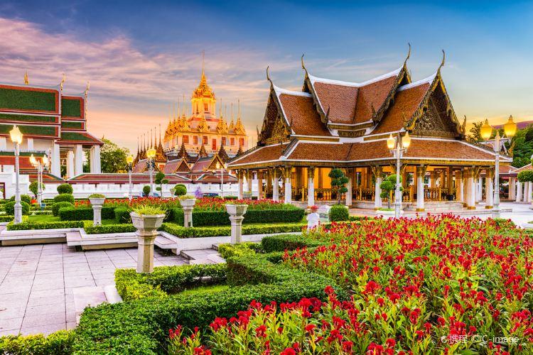 Wat Ratchanatdaram Woravihara (Loha Prasat)1