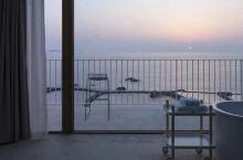海景房不稀奇,这间把床造在海面上的民宿,光看海姿势就提供20种!