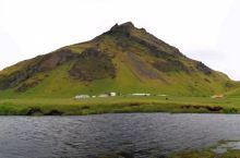 冰岛维克,一个只有600人口的小镇。