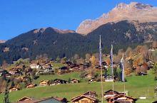 【少女峰】位于因特拉肯,是瑞士最著名的山峰之一海拔4158m