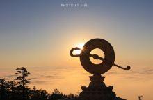 遇见超美的峨眉山金顶云海+落日。