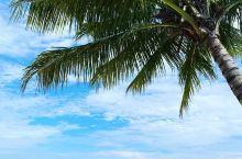 海边之景       第一次来到刁曼岛玩,印象深刻的便是那无比美丽的莎兰海滩了。   我们迫不及待地