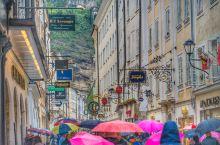 粮食胡同 Getreidegasse  萨尔茨堡老城区最热闹的步行街便是粮食胡同。  1756年