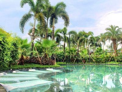 Baodun Lake Hushan Hot Spring Resort