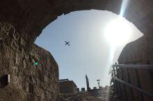 飞机 太阳和古堡