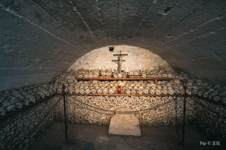 天主教堂和人骨室3