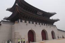 景福宫 景福宫,韩国的故宫。从宫殿面积、陈设和环境各方面都反映出当时附属国的地位。
