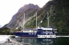 """新西兰米尔福德峡湾精彩之旅 米佛尔峡湾之旅,是南岛行程中最重要的环节,我们从皇后镇乘车前往""""世界第八"""
