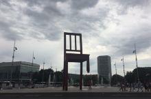 瑞士 日内瓦 万国宫门口的椅子及日内瓦湖