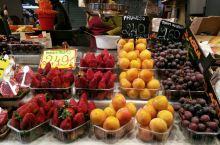 巴塞罗那波盖利亚市场的鲜果与干果
