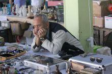 在伊斯坦布尔的跳蚤市场淘宝