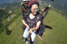 乘滑翔伞摸白云、吻蓝天,飞上天享受百里荒的终极体验