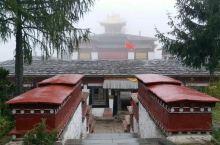 隐于森林深处的东嘎寺!亚东县真正的东嘎寺 东嘎寺正门! 东嘎寺大雄宝殿!藏语俗称大经堂,主供佛殿。