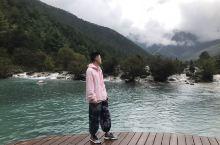 蓝月谷-玉龙雪山里的小九寨 蓝月谷位于玉龙雪山景区内,被誉为小九寨。蓝色的湖十分适合拍照。去的时候刚
