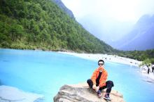 丽江蓝月谷 水中独特的矿物质形成奇观