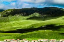 桑科草原  桑科草原为藏族人民的天然牧场,水草丰茂,蓝天白云下牛羊成群,一派自然田园风光。进入草原游