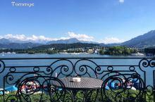 有时间的话一定要乘坐卢塞恩湖上的游船游览这里的湖光山色。如果你拥有瑞士通票的话,坐这游船是免费的,假