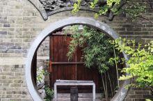 台儿庄古城有很多设计精巧的地方,走在街道上,你总是能被偶然见到的一处房屋院落,或者某一处细小的装饰所