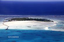 哈库拉岛距马累130公里,水飞时间约45分钟。在水飞机里从高空近距离的俯瞰马尔代夫群岛,看着那蔚蓝的