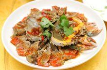 生腌蟹、冷鱼饭、老菜脯粥与酸菜猪杂汤,潮式大排档是最赞的夜宵