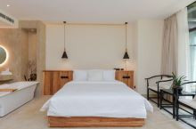 值得一去的酒店——开封在梁君宿酒店  环境优雅舒适,服务人员素质高,房内佈置以及寝具都很用心,整体感