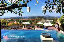 泡在泳池里赏普西山美景的度假酒店