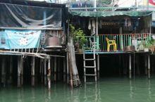 香港大澳一探 香港大澳一探 渔村的房子 看上去很破 安静的渔村
