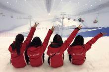 景点介绍:哈尔滨万达娱雪公园是全球最大的室内滑雪场,冬季的滑雪天堂,让雪友们不用在饱受室外冷风的刺骨