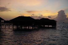 夕阳下的满月岛