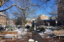 普林斯顿市:美国东北部城市,位于新泽西州,地处纽约和费城之间,普林斯顿小镇因普林斯顿大学而闻名,大学