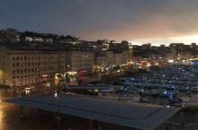 马赛旧港的日落,乌云下的阳光诡异