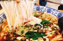 """吃遍大连丨喝一口汤,吃一口米线,把这一碗层次丰富的""""鲜""""下肚,甩一碗吧~"""