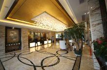 值得一去的酒店——利川麓岛国际康养社区酒店  酒店是新开的,房间很大装修也可以,环境很好,服务非常好
