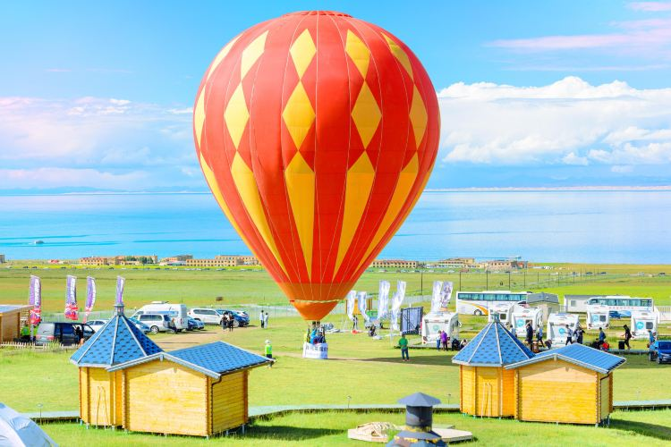Hot Air Balloon over Qinghai Lake