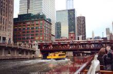 坐船游芝加哥河