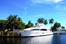 迈阿密的西棕榈滩,河道交错,桅杆林立