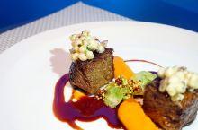 新加坡海底景观餐厅   美貌到堪比在水族馆吃海鲜!
