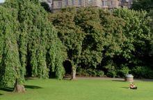 爱丁堡王子街花园一角 爱丁堡王子街花园和苏格兰皇家银行 爱丁堡王子街花园