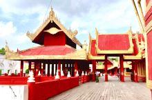 曼德勒皇宫,四方形,由红墙金瓦组成,柚木建成