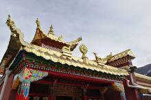 森林,雪山,寂静的寺院,隐在深山中的藏传佛教寺院