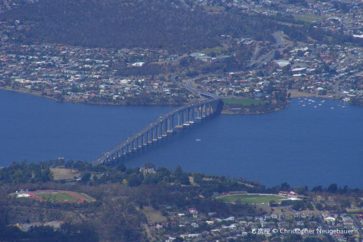 Tasman Bridge1