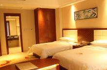 值得一去的酒店——阳江珍珠湾大酒店  设计宽敞、海景房全部拥有无敌海景阳台,可欣赏一望无际的蔚蓝海域