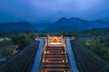 值得一去的酒店——青城山六善酒店  环境不错, 最喜欢中庭的设计,随意坐在庭院享受饮料或轻食, 更重
