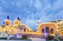 值得一去的酒店——野三坡荣逸四季童话酒店  客房家具均是按照酒店整体童话风格邀请名家设计定制,造型独