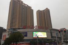 宜昌街头,宾馆和饭店。