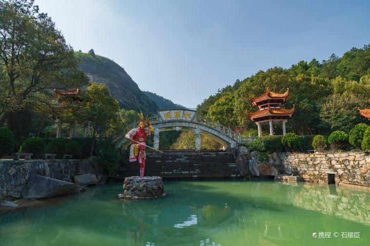 Shuilian (Water Curtain) Cave2