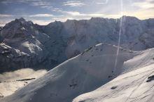 阿尔卑斯山雪朗峰的旋转咖啡厅