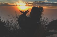 在大雨的夜夜爬一次泰山,趁着年轻,去追最美的风景
