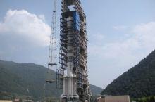 在西昌卫星发射中心观看火箭发射